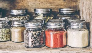 How to pack your kitchen with ease? Spaces in jars.