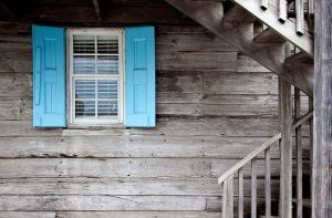 shutters - hiring an expert moving and storage company