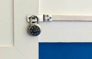A picutre of a padlock