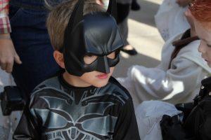 a kid in batman costume