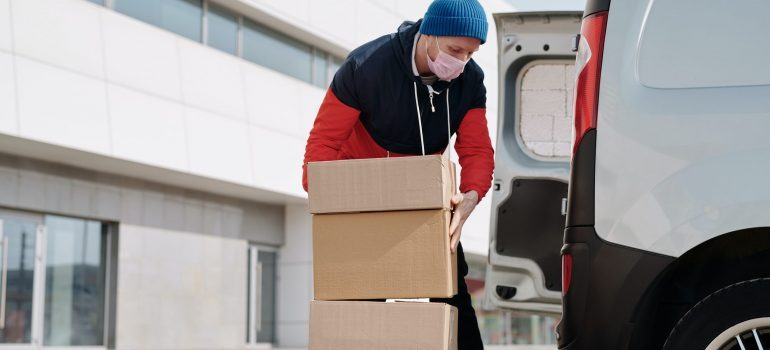Hire professionals and work with movers and stay covid-free
