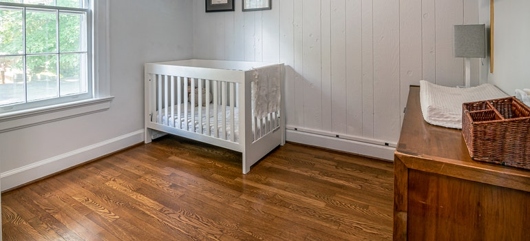 Kids room decorated according to home storage tips