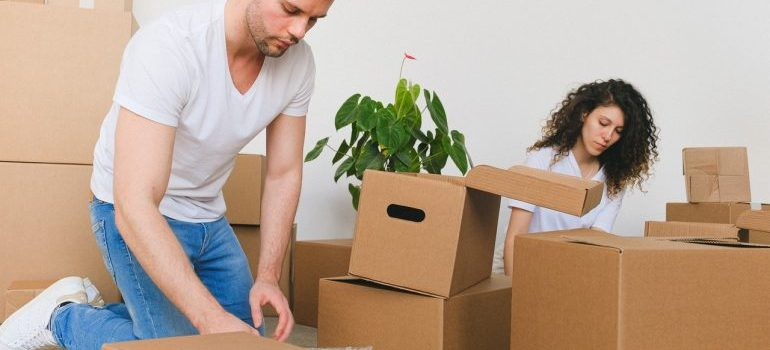Military moving mistakes you should avoid deal with limitations a man and woman must stick to while theyre packing their stuff in boxes